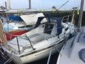 Zeilboot Hurly met buitenboord motor